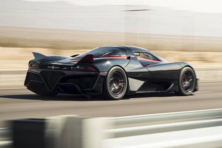 O carro mais rápido do mundo realizando testes