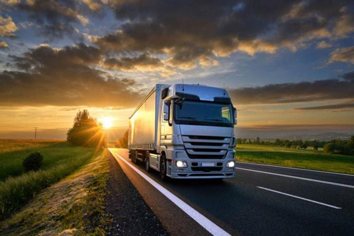 Caminhão na estrada